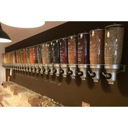 Distributeur de céréales 3 fois 5 litres montage mural : exemple vu d'un magasin bio.