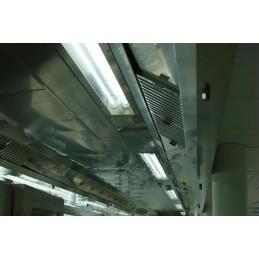 Eclairage encastré pour hotte 2x28 W: vue une fois installé dans une cuisine de restaurant.