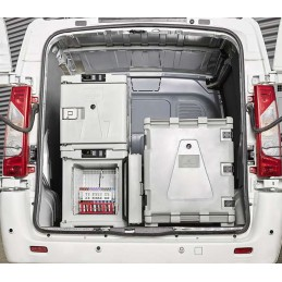 Conteneur réfrigéré 148 litres statique ouverture avant dans un véhicule aménagé.