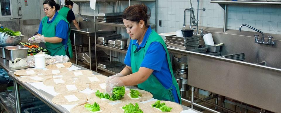 Robinetterie, plonges et cuves inox pour cuisines de restaurants